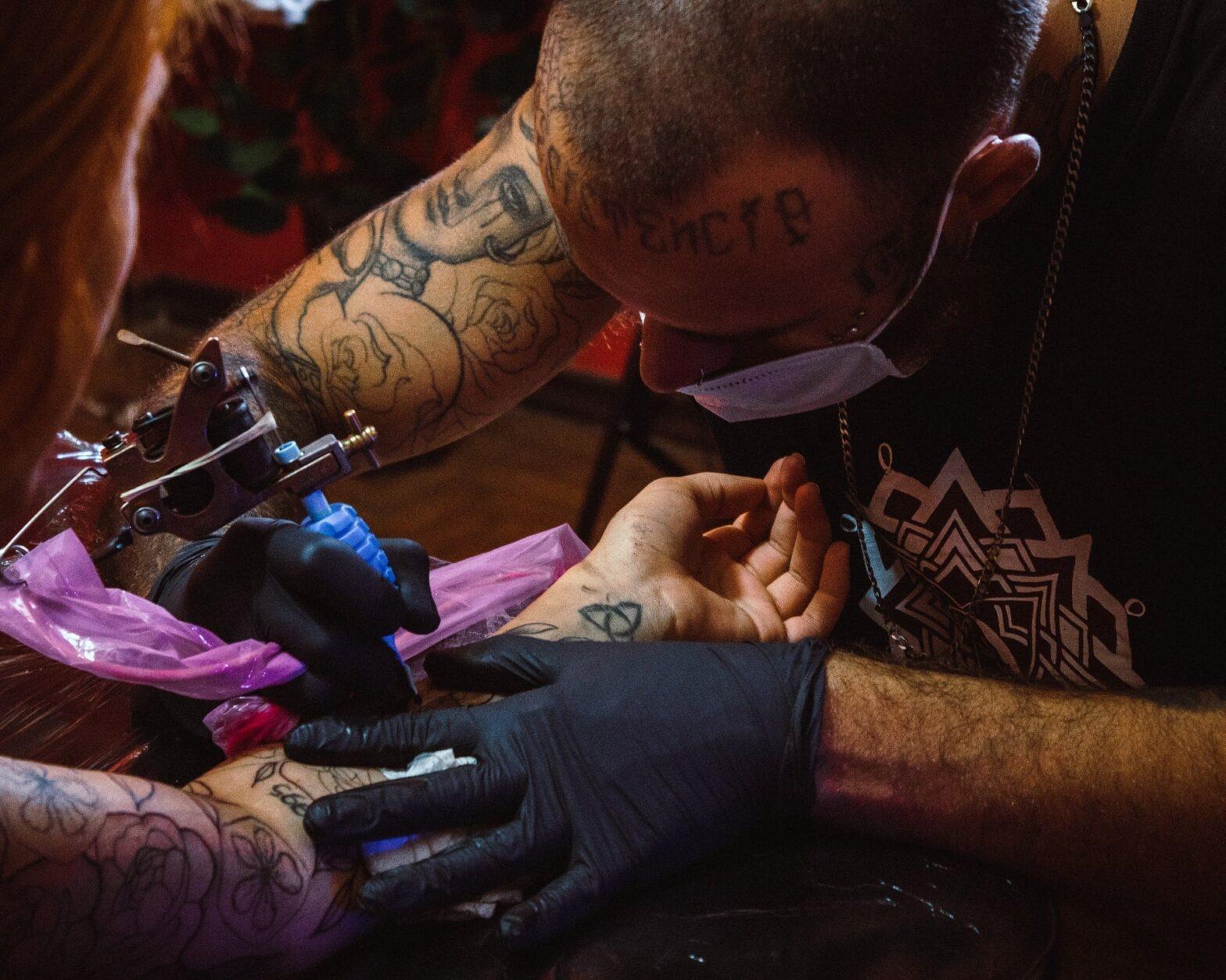 Jak przygotować się do pierwszego tatuażu - cover